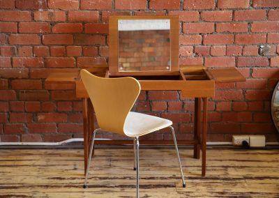 Arne Jacobsen series 7 chair